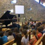 Atelier autour du métier d'accordeur de piano avec les élèves des écoles de Bozouls
